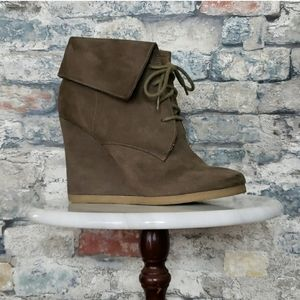 MOSSIMO Wedge Lace-Up Ankle Boots  Size 6